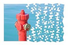Kieruje twój pożarniczego zapobiegania plan - Czerwony pożarniczy hydrant przeciw wa obrazy royalty free