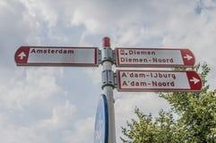 Kierunek deska Przy Amsterdam holandie fotografia stock