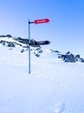 Kierunkowskaz daje kierunkom różni narciarscy skłony, Les Grands Montets obrazy stock
