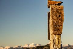 Kierunkowskaz na góra wierzchołku Zdjęcie Royalty Free