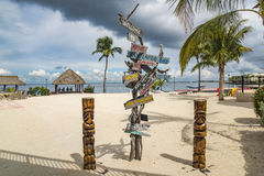 Kierunkowy znak na plaży w Floryda kluczach zdjęcia stock