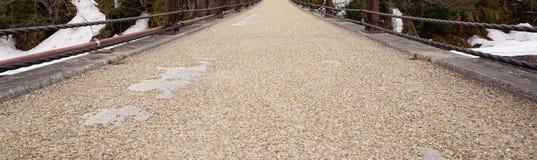 Kies- und Sandbeschaffenheit auf der gehenden Brücke Stockbilder