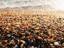 Kiesel auf dem Strand Beschaffenheit des Seeufers Das adriatische Meer Lizenzfreies Stockbild