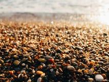 Kiesel auf dem Strand Beschaffenheit des Seeufers Das adriatische Meer Lizenzfreie Stockbilder