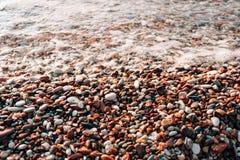 Kiesel auf dem Strand Beschaffenheit des Seeufers Das adriatische Meer Stockfotos