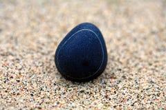 Kiesel im Sand Stockbild