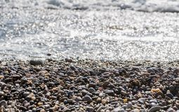 Kiesel im Wasser Stockbilder