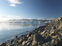 Kiesel mit Gletscher im Hintergrund Lizenzfreie Stockfotografie