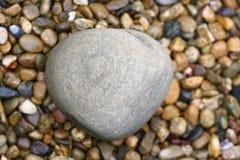 Kiesel und großer Stein Stockfotos