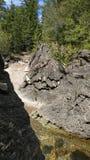 Kiesel zu den Flusssteinen stockbilder
