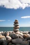 Kieselstapel auf Strand Lizenzfreies Stockfoto
