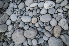 Kieselstein auf Strandbeschaffenheitshintergrund lizenzfreie stockfotos
