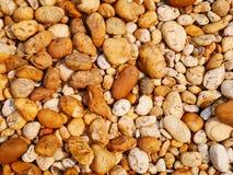 Kieselsteinnaturhintergrund, bunter Steingarten Pebble Beach im Freien lizenzfreies stockfoto