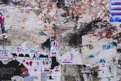 Kiesige überlagerte Wand-Beschaffenheit lizenzfreie stockbilder