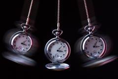 Kieszeniowego zegarka chlanie na łańcuchu hipnotyzować Zdjęcia Royalty Free