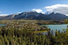 Kieszeniowi wysokogórscy jeziora i niewygładzony skalisty teren północno-zachodni, BC fotografia royalty free