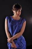 Kieuw in blauwe kleding Stock Afbeeldingen