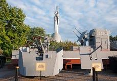 Kiev, bateau blindé et échantillons d'armes des bateaux militaires dans le musée de WWII Photos stock
