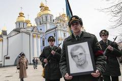 KIEV, de OEKRAÏNE - April 3, 2015: Begrafenisceremonie voor Oekraïense militair Igor Branovitskiy die in de oostelijke Oekraïne w Stock Afbeeldingen