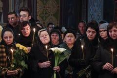 KIEV, de OEKRAÏNE - April 3, 2015: Begrafenisceremonie voor Oekraïense militair Igor Branovitskiy die in de oostelijke Oekraïne w Stock Foto's