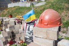 KIEV, DE OEKRAÏNE - AUGUSTUS 8, 2015: Gedenkteken aan de mensen gedood door sluipschutters op de straat van Heroyiv Nebesnoyi Sot Royalty-vrije Stock Foto