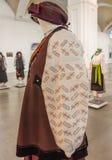 KIEV, DE OEKRAÏNE - FEBRUARI 17, 2015: De tentoonstelling van nationaal kleedt zich Stock Foto's
