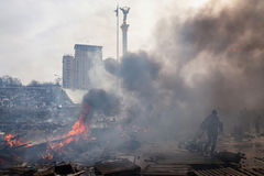 KIEV, de OEKRAÏNE - Februari 19, 2014: Massa anti-government protesten Stock Foto's