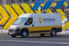 Kiev, de Oekraïne - Februari 25, 2018: Nieuwe Autolevering van Oekraïense post Stock Afbeelding