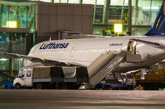 KIEV, DE OEKRAÏNE - JULI 10, 2015: Lufthansa-vliegtuigen Stock Afbeelding