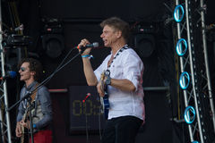 Kiev, de Oekraïne - Juni 28, 2017: Populair Oekraïens popgroeptabula rasa en haar frontman en vocalist Oleg Laponogov royalty-vrije stock foto