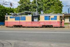05/28/2019 Kiev, de Oekraïne, Kirillovskaya-straat Oude tram stock foto's