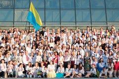 KIEV, de OEKRAÏNE - mag 21, 2015: Mensen die het traditionele Oekraïense die kledingstuk dragen als vyshyvanka wordt bekend Royalty-vrije Stock Afbeelding