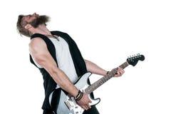 KIEV, de OEKRAÏNE - Mei 03, 2017 De charismatische en modieuze mens met een baard die een elektrische gitaar op een wit spelen is Royalty-vrije Stock Foto