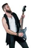 KIEV, de OEKRAÏNE - Mei 03, 2017 De charismatische en modieuze mens met een baard die een elektrische gitaar op een wit spelen is Royalty-vrije Stock Afbeelding