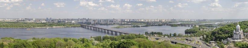 KIEV, de OEKRAÏNE - Mei 7, 2017: Panorama van de stad van het observatiedek op het monumentenvaderland Royalty-vrije Stock Foto