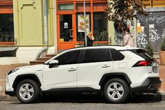 Kiev, de Oekraïne - Mei 3, 2019: Toyota RAV4 SUV in de stad royalty-vrije stock foto