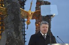 KIEV, de OEKRAÏNE - 28 Nov., 2015: De voorzitter van de Oekraïne Petro Poroshenko en zijn vrouw herdacht de slachtoffers van de h Royalty-vrije Stock Afbeeldingen