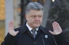 KIEV, de OEKRAÏNE - 28 Nov., 2015: De voorzitter van de Oekraïne Petro Poroshenko en zijn vrouw herdacht de slachtoffers van de h Royalty-vrije Stock Fotografie
