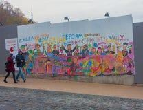 KIEV, de OEKRAÏNE - Oktober, 23, 2014: Graffiti op st Andrew Stock Afbeelding