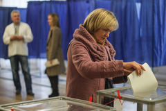 KIEV, de OEKRAÏNE - Oktober 25, 2015: Regelmatig geplande lokale verkiezingen in de Oekraïne Stock Afbeelding