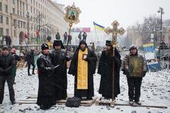 KIEV, DE OEKRAÏNE: Priesters van Oekraïense Orthodoxe Churc stock foto