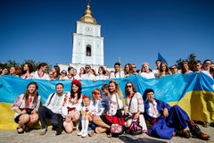KIEV, de OEKRAÏNE - September 26, 2015: Maart in vyshyvankas in Kiev van de binnenstad Royalty-vrije Stock Foto's