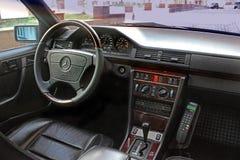 Kiev, de Oekraïne - September 6, 2013: Mercedes Mening van het binnenland van een moderne auto die het dashboard tonen stock afbeeldingen