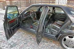 Kiev, de Oekraïne - September 6, 2013: Mercedes Mening van het binnenland van een moderne auto die het dashboard tonen royalty-vrije stock fotografie