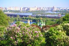 Kiev en sering in de lente Stock Afbeelding