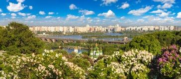 Kiev en Vydubychi-Klooster royalty-vrije stock afbeeldingen