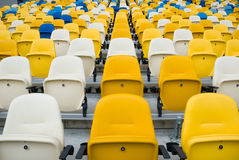 KIEV (KYIV), UCRANIA - 4 de octubre de 2012: Sillas vacías antes de un partido de fútbol Imagen de archivo libre de regalías