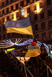 KIEV (KYIV), UKRAINA - DECEMBER 4, 2013: Euromaidan person som protesterarwi royaltyfri foto