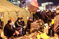KIEV (KYIV), UKRAINA - DECEMBER 4, 2013: Euromaidan personer som protesterar r Royaltyfri Fotografi