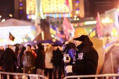 KIEV (KYIV), UKRAINA - DECEMBER 4, 2013: Euromaidan personer som protesterar r royaltyfria foton